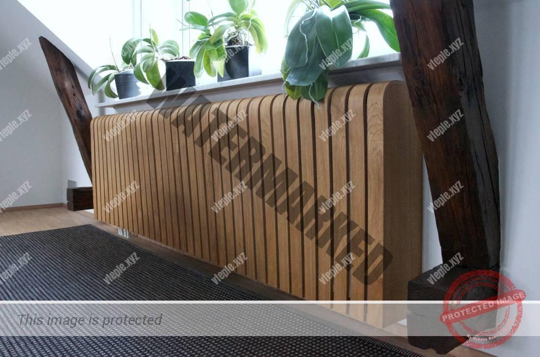 Навесной экран для радиатора из дерева