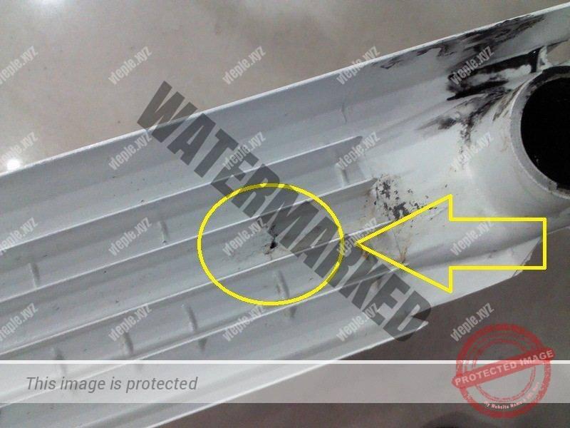 Отверстие на стенке алюминиевого радиатора отопления